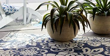 Floral/Interlock Indoor/Outdoor Reversible Rug